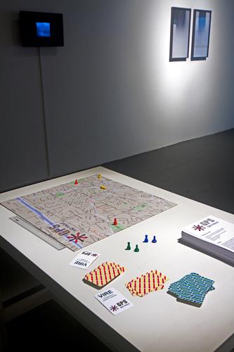 GPS Games, de Andrei Thomaz, no centro; à direita, The End, de Marina Camargo