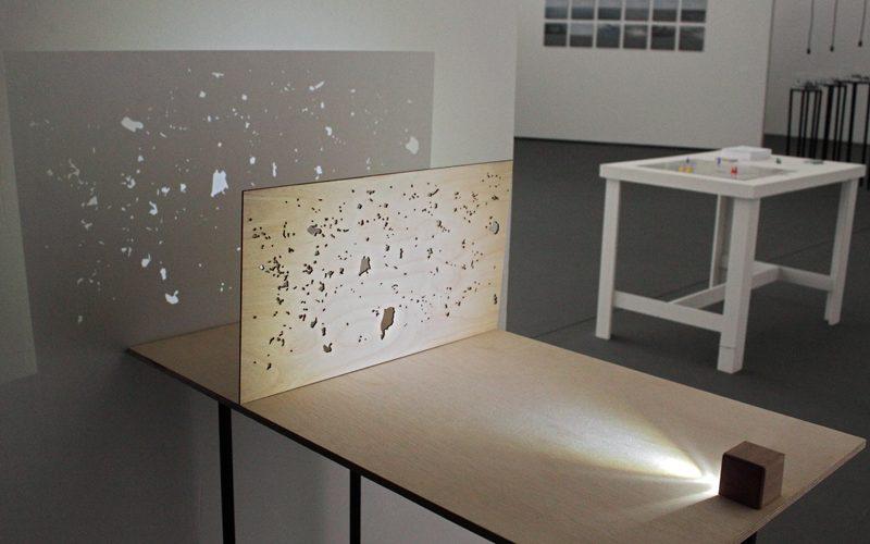 Some air in between, de Marina Camargo, à esquerda; GPS Games, de Andrei Thomaz, à direita